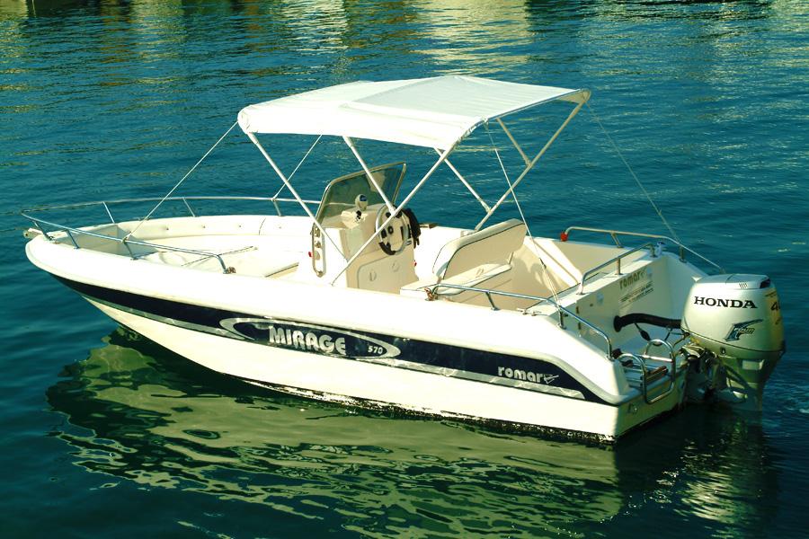 Escursioni e gite romantiche in barca yacht charter da for Barche al largo con cabine